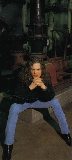 Jason Newsted - I believe he's the best bass guitarist that Metallica has had!! I think he's absolutely gorgeous & hot!