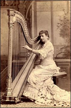 STRINGS of the 1880s - Harpist