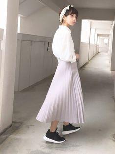 淡い色合いのふわっと軽やかなアコーディオンのプリーツスカートを投入すれば、それだけで春らしさアップ♪スニーカーと合わせてちょっぴりカジュアルスタイルに♪