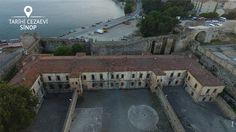 Sinop, sürgünleriyle adından söz ettiren, kaçmanın imkânsız olduğu, filmlere konu olan Tarihi Cezaevi'yle de anılır.