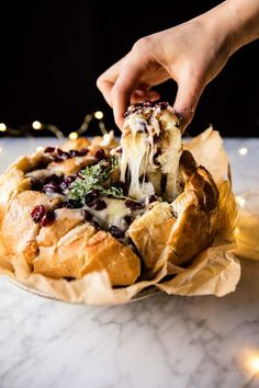 Cranberry Brie Pull Apart Bread - stuff with butter, brie, pecans and cranberries - bake, pull apart and eat! A total crowd pleaser! Half Baked Harvest Food and Drinks Ooey Gooey Recipe, Aperitivos Finger Food, Fingers Food, Pan Relleno, Pull Apart Bread, Thanksgiving Appetizers, Holiday Appetizers, Holiday Parties, Thanksgiving Meal