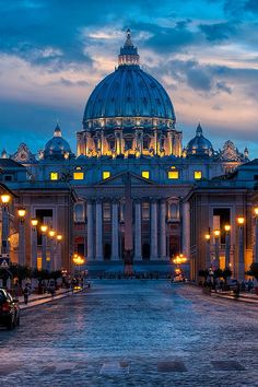 live-vibe:  St. Peter's Square, Basilica, Vatican City, Italy