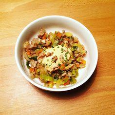 Poêlée de légumes et tofu aux olives noires et sauce curcuma