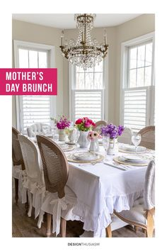 Looking for ways to upgrade your Mother's Day celebration? These Mother's Day ideas will brighten your day and add pleasure to your gathering. French Table Setting, Country Table Settings, French Farmhouse Decor, French Country Decorating, Parisian Decor, Country Interior Design, Table Setting Inspiration, Spring Home Decor, Vintage Home Decor
