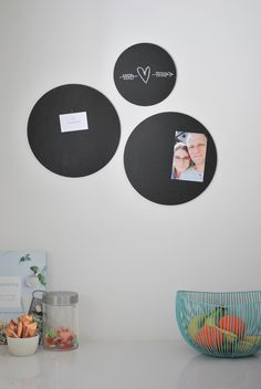 Round plates in cork, diameter of your choice: 10 cm, set of 4 plates 20 cm, set of . - Lilly is Love Most Beautiful Pictures, Cool Pictures, Valentines Day For Him, Chalkboard Paint, Diy Tools, Cork, Easy Diy, New Homes, Told You So
