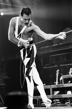 Freddie Mercury (Queen) - Extraordinary musician, too bad he left us too soon