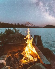 Escaping from the ordinary : Photo Camping Life, Camping Hacks, Nature Photography, Travel Photography, Night Vibes, The Ordinary, The Great Outdoors, Places To Go, Beautiful Places