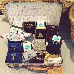 Hasta el 40 de mayo no te quites el sayo, así que evita enfriarte. #refranespopulares #calcetines de la suerte, divertidos #hakunamatata #superpapa #superabuelo #soyprofe y otros modelos en #quinzellunes #raval #barcelona #15🌙 #funny