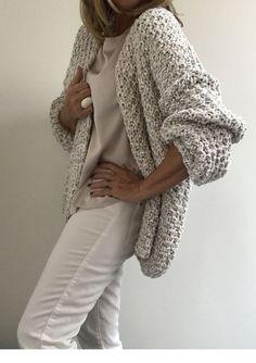 ideas for crochet cardigan chunky knitwear Diy Crochet Cardigan, Crochet Jacket, Knit Cardigan, Hand Knit Blanket, Knitted Blankets, Crochet Stitches For Beginners, Crochet Baby Bonnet, Chunky Knitwear, Ravelry Crochet