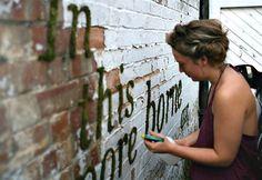 Cô quét hỗn hợp sữa chua, bia và rêu lên bức tường gần nhà, vài ngày sau mọi người trầm trồ, thích thú học theo - Tin tuc 24H