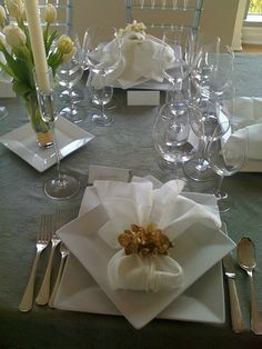 Beautiful Table Setting by @cristinacooks