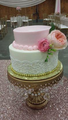 White and Blush wedding cake. Tiered wedding cake. Simple cake. Lace cake. Lace wedding cake. Wedding trends.