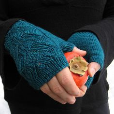 Ravelry: bluebeestudio's Curling Waves Mitts - I love Anne Hanson's designs! I just bought this pattern.