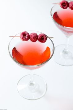 Raspberry Gimlet is a seasonal twist on the classic gin-based cocktail. Raspberry infused gin mixed with lime juice for an elegant, straightforward cordial. Pink Gin Cocktails, Gin Based Cocktails, Gin Cocktail Recipes, Classic Cocktails, Summer Cocktails, Blueberry Gin, Gin Tasting, Easy Drink Recipes, Cocktails