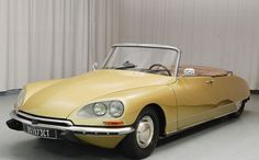 Learn more about Rare in the USA: 1973 Citroen Decapotable Conversion on Bring a Trailer, the home of the best vintage and classic cars online. Citroen Ds, Psa Peugeot Citroen, Retro Cars, Vintage Cars, Antique Cars, Classic Motors, Classic Cars, Convertible, American Graffiti