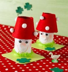 Houby Toilet Roll Craft, Toilet Paper Roll Crafts, Alice In Wonderland Mushroom, Diy For Kids, Crafts For Kids, Mushroom Crafts, Puppet Crafts, Christmas Templates, Autumn Crafts