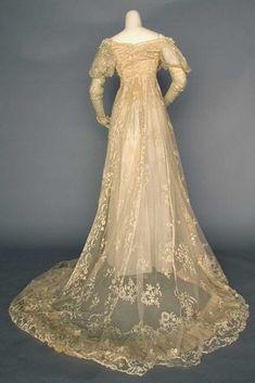 lace wedding gown, Paris, c. 1910 Ecru cotton net w/ Brussels lace applique… Antique Wedding Dresses, Vintage Gowns, Wedding Gowns, Vintage Outfits, Wedding Shot, Modest Wedding, Vintage Weddings, Wedding Vintage, Lace Weddings