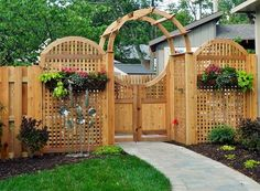 Moon Gate Arbor . . More Woodworking Projects on www.woodworkerz.com