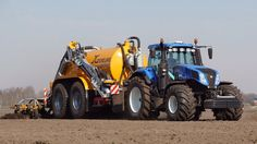 New Holland 350 PK met Veenhuis 18 kuubs tank van Moorlag mestve. New Holland Ford, New Holland Tractor, Tractor Machine, New Holland Agriculture, Suv Trucks, Ford Tractors, Antique Tractors, Heavy Equipment, Techno