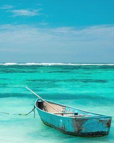 #sea #meer #boot #boat #water #wasser #blue #türkis #blau #sky #himmel #DeluxeFX #izkiz @deluxefx @iamtravelr @izkiz @izkizcam @worldamazes…