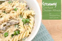 Creamy Crockpot Chicken Alfredo-RECIPE - Smashed Peas Carrots in crockpot chicken recipes teriyaki barbecue chicken parmesan chicken bake chicken recipes simple barbecue chicken tostadas chicken and noodles baked crispy chicken easy chicken Slow Cooker Huhn, Crock Pot Slow Cooker, Crock Pot Cooking, Slow Cooker Chicken, Slow Cooker Recipes, Crockpot Recipes, Cooking Recipes, Chicken Recipes, Crockpot Dishes