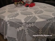 Magia Do Crochet: Linho E Crochet. Crochet Fabric, Crochet Tablecloth, Crochet Doilies, Hand Crochet, Crochet Lace, Crochet Squares, Crochet Blanket Patterns, Diy Crafts Crochet, Diy And Crafts