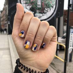 diy nails at home Funky Nails, Neon Nails, Trendy Nails, Shellac Nails, Nail Manicure, Work Nails, Modern Nails, Chic Nails, Minimalist Nails
