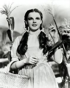Judy Garland Vintage Hollywood Actress as Dorothy in The Wizard of Oz Wizard Of Oz Movie, Wizard Of Oz 1939, I Movie, Movie Stars, Dorthy Wizard Of Oz, Judy Garland, Old Movies, Great Movies, Classic Hollywood