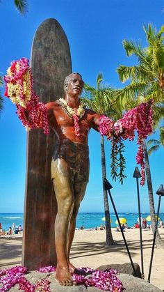 One of the things to do in Oahu is to get a picture of the Hawaii surfing icon Duke Kahanamoku statue with a lei!) When staying at Waikiki hotels, there's a good chance you'll see it every day when going to Waikiki beach or heading for food, restaurants Hawaii Vacation, Hawaii Travel, Beach Trip, Hawaii Surf, Beach Travel, Honolulu Hawaii, Dukes Waikiki, Waikiki Beach, Oahu Things To Do