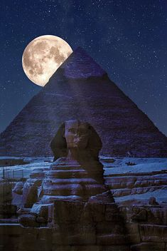 Almost surreal, really ? The mysterious Sphinx in front of the Pyramids of Giza. The ultimate destination. I was there in 2k.