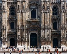 German art photographer Thomas Struth: Photographs is at the Whitechapel Gallery, London 6 July to 16 September Stephen Shore, Edward Hopper, Photography For Sale, Art Photography, Atelier Theme, Milan Cathedral, Place Of Worship, Urban Landscape, Metropolitan Museum