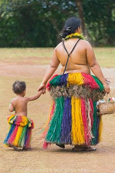 Yapese woman wiith little girl in traditional clothing at Yap Day Festival, Yap Island, Federated States of Micronesia Gilbert Islands, Wake Island, Federated States Of Micronesia, Asian Kids, Island Nations, Solomon Islands, Small Island, Archipelago, Mother And Child