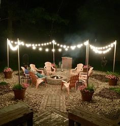 Awesome DIY Fire Pit Plans Ideas With Lighting in Frontyard Fantastische DIY-Feuerstelle plant Ideen mit Beleuchtung in Frontyard Diy Fire Pit, Fire Pit Backyard, Lights In Backyard, Deck With Fire Pit, Outdoor Fire Pits, How To Build A Fire Pit, Fire Pit Decor, Large Fire Pit, Fire Pit Pergola