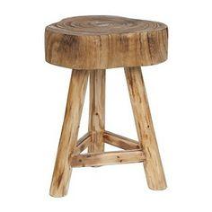 Assortiment intratuin: Hout straalt rust en warmte uit. Wat zou ik deze tafel graag naast mijn witte stoel zetten. Een mooie strakke accessoire erop zoals een mooie zilveren lamp en you're good to go #pintratuin
