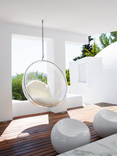 A mainstay of design, the Bubble Chair is a reinterpretation of Eero Aarnio's classic ball chair. Funky Furniture, Home Furniture, Furniture Design, Hanging Hammock Chair, Hanging Chairs, Bubble Chair, Ball Chair, Outside Living, Contract Furniture