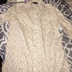 Flower print shirt Flower print shirt with zipper in back 3/4 sleeves Tops Button Down Shirts
