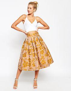 Imagen 1 de Falda de graduación a media pierna con diseño guateado de jacquard floral de ASOS