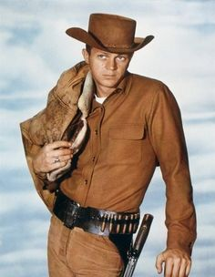 "Steve McQueen, ""Josh Randall"" Wanted: Dead or Alive Steven Mcqueen, Western Film, Western Movies, Chasseur De Primes, Tv Vintage, Steve Mc, Actor Studio, Tv Westerns, Old Movie Stars"