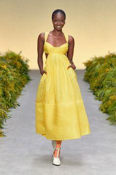 New York Fashion, Runway Fashion, Fashion News, Spring Fashion, Fashion Show, Fashion Trends, Fashion Gallery, Uk Fashion, Patchwork Dress