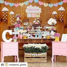 """36 curtidas, 1 comentários - @comemorecomamor no Instagram: """"Chuva de amor perfeita  by @madame_girafa #comemorecomamor #festainfantil #kidsparty…"""""""