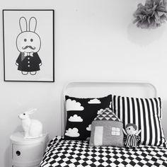 Black & White kids room, MiniWilla print, Beau Loves bedding, Lucky Boy Sunday house cushion #bunnyonComponibili