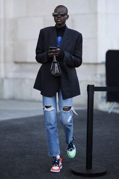 Adut Akech: The Best Street Style & Red Carpet Looks Hipster Grunge, Grunge Goth, Cool Street Fashion, Look Fashion, Winter Fashion, Fashion Outfits, Fashion Trends, Fashion Styles, Men Street