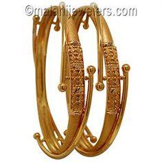 daily use gold bangles design Gold Bangles Design, Jewelry Design, Antique Jewelry, Gold Jewelry, India Jewelry, Wedding Jewelry, Jewelry Bracelets, Antic Jewellery, Jewelry Model