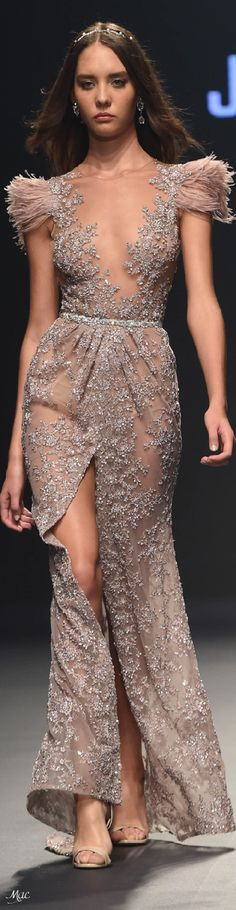 Spring 2018 RTW Joao Rolo evening gown wih feather details on shoulders and a sheer beading with a high slit Haute Couture Style, Couture Mode, Haute Couture Dresses, Couture Fashion, Elegant Dresses, Pretty Dresses, Evening Dresses, Prom Dresses, Festa Party