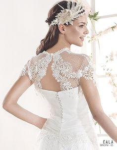 BRIONI | Bohemian Wedding Dress | 2015 Cala Collection | by Sara Villaverde | Villais (close up back)