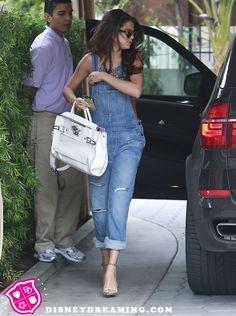 Selena Gomez hires a new management team!