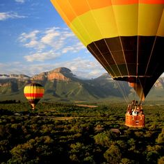 Hot Air Ballooning in the Limpopo, South Africa with Sun Catchers Hot-Air Ballooning Where The Sun Rises, Africa Destinations, Holiday Destinations, Balloon Flights, Balloon Rides, Air Balloon, Kruger National Park, Adventure Activities, Beaches In The World