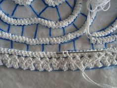 Romanian point lace - You can see how this technique is created in the same way as Irish Crochet, though often on a larger scale Freeform Crochet, Crochet Motif, Crochet Lace, Crochet Doilies, Russian Crochet, Irish Crochet, Crochet Stitches Patterns, Lace Patterns, Dress Patterns