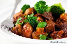 Carne con brócoli receta chinaIngredientes para Carne con brócoli receta china  1 Pizca de Sal 1 Pizca de Pimienta ½ Kilogramo de Filete de res ½ Diente de Ajo picado 2 Cuchara sopera de Cebolla 1 Cuchara sopera de Mantequilla ¼ Taza de Salsa de soya ¼ Taza de Salsa Hoisin 1 Unidades de Brócoli 1 Taza de Caldo de Pollo 1 Cucharadita de Maizena