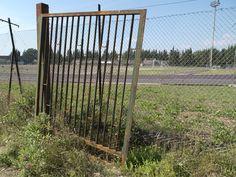 Cancello arrugginito e non funzionante